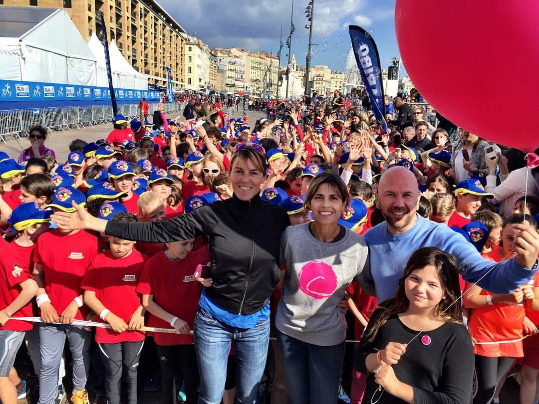 Run in Marseille : 10 000 coureurs, 600 enfants et… Le Point rose