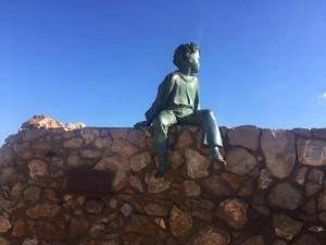 Le Petit Prince & son Point rose autour de son pied
